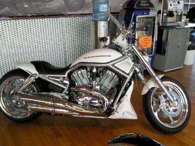 Harley-Davidson VRSCA V-Rod A WHITE SPECIAL EDITION